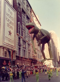 America's superstar amphibian, Kermit the frog, dazzles his fans with his sophisticated self-deprecating wit during the 1977 parade. Macy's photo